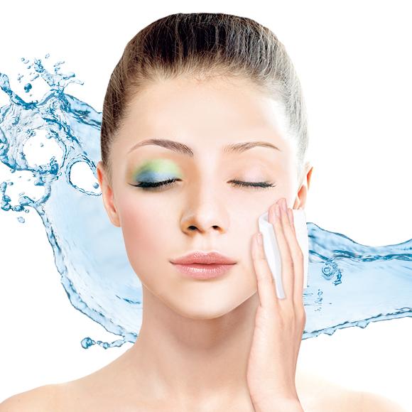 お店の化粧品カウンターなどでお化粧を落とす時使う水クレンジングって ...